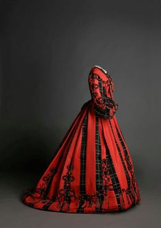 awesome Day dress, From the Museo de la Moda via the Museo del Romanticismo on . Civil War Fashion, 1800s Fashion, 19th Century Fashion, Edwardian Fashion, Vintage Fashion, Vintage Vogue, Gothic Fashion, Fashion Fashion, Vintage Outfits