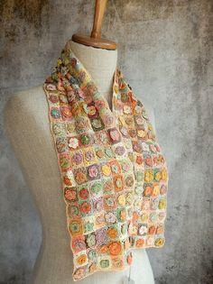 Roses en relief  liliput scarf