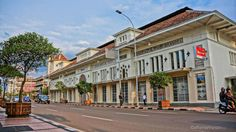 Photograph Snapshot ( Heritage of New Majestic Documentary Film) by Alfian Fahrurozi on 500px | Warenhuis (Emporium) de Vries in between Hotel Savoy Homann and Gedung Merdeka on Jalan Asia Afrika in Bandung. Dutch architecture in the Art Deco style.