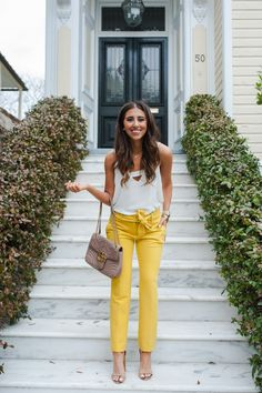 Dede Raad These yellow pants are perfect for brightening up your workwear or fun for brunch with the girls! Either way I'm loving them! Fall Fashion Outfits, Work Fashion, Spring Outfits, Casual Outfits, Style Fashion, Fashion Blogs, Club Outfits For Women, Clothes For Women, Casual Chic