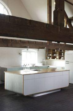Moderne Küche / Mineralwerkstoff DEVOL HI-MACS®.
