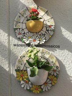 Best 12 E esse duo? Mosaic Planters, Mosaic Garden Art, Mosaic Tile Art, Mosaic Flower Pots, Mosaic Birds, Mosaic Artwork, Mosaic Diy, Mosaic Crafts, Mosaic Projects