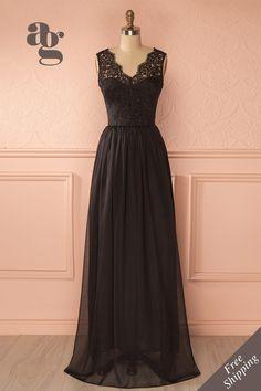 Janya Secret - Black lace veil and gown