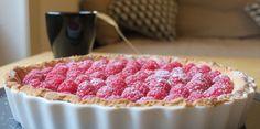 Pinky Cake, Tarte aux framboises et chocolat blanc #tarteauxframboises #tarteauxfruits #tarteàlaframboise #framboise #tartechocolatblanc #tarteframboisechocolatblanc #chocolatblanc #pinkycake Raspberry, Tasty, Cakes, Fruit Cobbler, Raspberries, Recipes, Food Cakes, Pastries, Torte