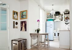 Paris Apartment & Photo Styling Secrets (via Rue mag). Who makes that cute table?