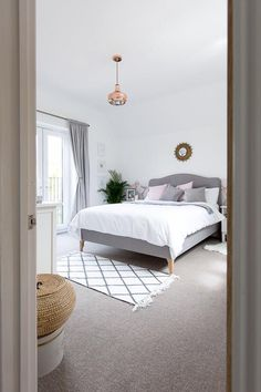 This is a Bedroom Interior Design Ideas. House is a private bedroom and is usually hidden from our guests. However, it is important to her, not only for comfort but also style. Much of our bedroom … Blush Bedroom, Gray Bedroom, Trendy Bedroom, Modern Bedroom, Bedroom Decor, Master Bedrooms, Bedroom Bed, Design Bedroom, Bedroom With White Walls