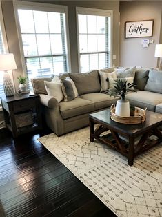 Stylish Farmhouse Living Room Design Ideas To Attract Your Guests Home Design Living Room, Living Room Grey, Small Living Rooms, Decorating Small Living Room, Small Living Room Sectional, Small Living Room Designs, Living Room Setup, Dining Room, Ideas For Living Room
