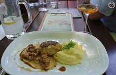 kalbsbutterschnitzel Lokal, Beef, Restaurant, Chicken, Food, Good Food, Food Food, Tips, Meat