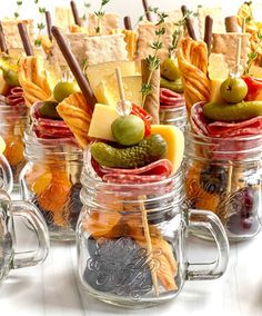 Charcuterie Recipes, Charcuterie And Cheese Board, Cheese Boards, Individual Appetizers, Appetizer Dips, Dessert In A Jar, Night Food, Meals In A Jar, Food Platters