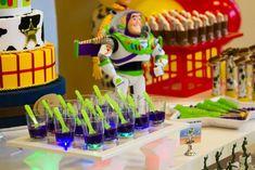 Toy Story 3 Themed Birthday Party Cheio de idéias muito divertido através de idéias do partido de Kara | KarasPartyIdeas.com # # ToyStoryParty DisneyMovie # # PartyIdeas Suprimentos (15)