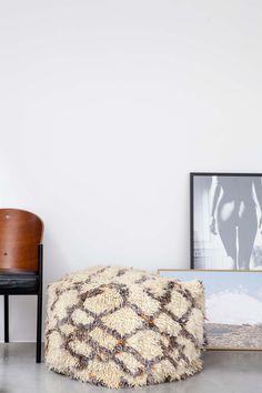 LARGE AZILAL FLOOR CUSHION NO.4   #interior #interiorinspiration #polishedconcrete #interiordesign #indoorplant #designer #myhabitatonline #beniourain #floorcushion #Beniourainrug #pouf #vintagerug #azilal #azilalrug #wool #woven #handmade #cushion #abstract #abstractpattern #abstractart #custommade #rug #wovenrug #knottedrug #fluffypillow #fluffy #kilimrug#flatweave