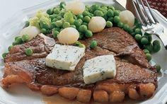 T-bonesteak med persillesmør, er en hurtig og lækker opskrift med masser af af smag. Med franske ærter som tilbehør får du en velsmagende hovedret.