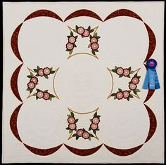 2013 Quilt Expo Quilt Contest, 1st Place, Category 8, Wall Quilts, Machine Quilted Appliquéd: Wreath of Roses, Gail H. Smith, Barrington, Ill.