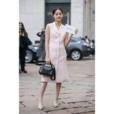 米蘭時裝週 @nanaouyang 連續兩場都被我們野生捕獲 @ferragamo 的裝扮是從來沒嘗試過的女人味 #VGTWFW #米蘭時裝週 #Milan #mfw #milanfashionweek #fashionweek #runway #fashionshow  via VOGUE TAIWAN MAGAZINE OFFICIAL INSTAGRAM - Fashion Campaigns  Haute Couture  Advertising  Editorial Photography  Magazine Cover Designs  Supermodels  Runway Models