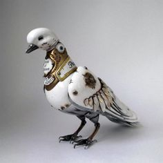 When working with recycled materials like metal, it is a true art to be able to create steampunk animal sculptures with moving parts. Russian artist, Igor Verniy, creates jaw dropping recycled steampunk animal sculptures which Steampunk Kunst, Steampunk Bird, Steampunk Animals, Style Steampunk, Steampunk Clothing, Steampunk Fashion, Steampunk Ship, Steampunk Drawing, Steampunk Theme