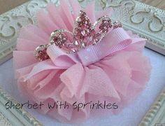 Discover thousands of images about tiara hairbow Princess Hair Bows, Princess Tiara, Pink Princess, Tiara Hairstyles, Diy Hairstyles, Ballerina Hair, Birthday Tiara, Pink Hair Bows, Diy Hair Accessories