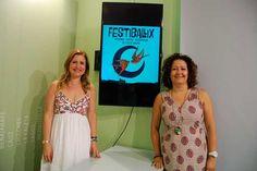 La concejala de Cultura, Cynthia García, y la concejala de Comercio y Juventud del Ayuntamiento de Vélez-Málaga, María Santana, han dado a conocer un programa de actividades enfocado a promocionar la artesanía, la escultura y la gastronomía de la ciudad.