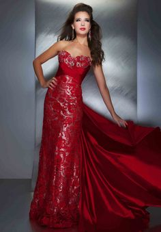 Slipping into a Mac Duggal prom dress instantly boosts your confidence. Discover why Mac Duggal designs are the dream dresses of so many girls. Mac Duggal, Evening Dresses, Prom Dresses, Formal Dresses, Beautiful Gowns, Beautiful Outfits, Beautiful Clothes, Traje A Rigor, Mode Glamour