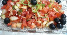 Fabulosa receta para Ensalada de trampó. El trampó es una ensalada de pimientos rojo y verde, cebolla y tomate. Se caracteriza porque sus ingredientes se cortan en igual tamaño y a cuadritos pequeñitos. Es típica de Mallorca y muy rica.