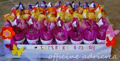 tante farfalle e fiori colorati per la piccola Caterina, che ha donato ai suoi ospiti, come ricordo del battesimo, delle piantine gr...