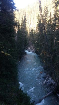 Johnston Canyon, Country Roads