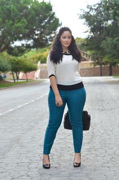 blue pants, white top, black peep-toe pumps, black bag ☑️