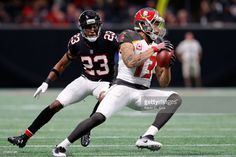 News Photo : Mike Evans of the Tampa Bay Buccaneers makes a...