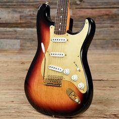 Fender Artist Series Stevie Ray Vaughan Stratocaster Sunburst 1999 (s946) Stevie Ray Vaughan, Lindsey Stirling, David Gilmour, Debbie Harry, Freddy Krueger, Keith Richards, Def Leppard, Aerosmith, Mick Jagger