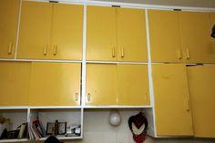 50-luvun keittiön kaapit Old Things, Kitchen Cabinets, Interior Design, Retro, Feng Shui, Kitchen Ideas, Kitchens, Bohemian, Times