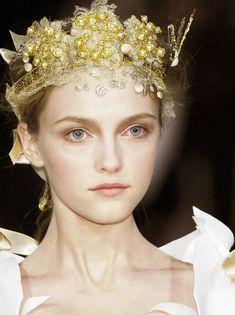 dixias: Vlada Roslyakova at Christian Lacroix Haute Couture Spring 2006 Christian Lacroix, Vlada Roslyakova, Pearl Headband, Tiaras And Crowns, Dali, Headgear, Mannequins, Headdress, Gold Headpiece