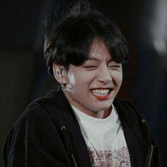 Park Jimin está tentando de tudo pra continuar o seu contrato pra cas… # Fanfic # amreading # books # wattpad Bts Jungkook, Taehyung, Jungkook Lindo, Jungkook Smile, Jung Kook, Busan, Jung So Min, Foto Bts, K Pop