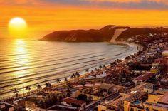 O nascer do sol na Praia de Ponta Negra - Natal - Brasil