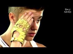 Justin Bieber in Shock!this is such a awesome video he's just taking it all in♥