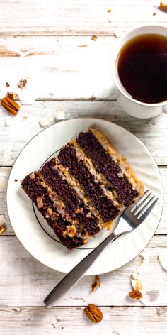 Keto German Chocolate Cake Rich and tender German chocolate cake is slathered in a coconut pecan caramel frosting that is addictive and delicious. Keto Friendly Desserts, Low Carb Desserts, Low Carb Recipes, Dessert Recipes, Cupcake Recipes, Healthy Recipes, German Chocolate, Homemade Chocolate, Chocolate Cake