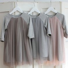 Robe manches raglan et tulle  --  interesting idea of using a tulle overlay on knit tops you make