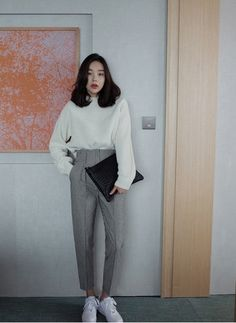 Moletom, alfaiataria e tênis korean fashion office, korean winter fashion outfits, korean street Korean Winter Fashion Outfits, Korean Fashion Office, Korean Fashion Trends, Korean Outfits, Mode Outfits, Asian Fashion, Look Fashion, Womens Fashion, Korean Street Fashion Urban Chic