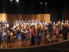 Lleno completo el teatro Santiago Londoño. Casi 900 personas presenciando en vivo el Réquiem de Mozart. Orquesta Sinfónica y Coro Polifónico de la Universidad Tecnológica de Pereira, Colombia.