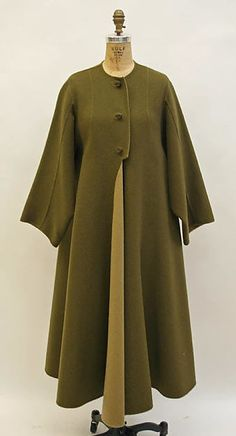 Attributed to Madame Grès (Alix Barton) - Coat |probably French late 1960s, early 70s. Wool