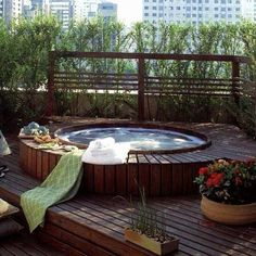 Jacuzzi Outdoor Ideas Do you agree that soaking in a bubbling outdoor hot tub is one of life's great pleasures? Hot Tub Deck, Hot Tub Backyard, Small Backyard Pools, Small Pools, Jacuzzi Outdoor, Outdoor Spa, Outdoor Living, Outdoor Ideas, Japanese Soaking Tubs