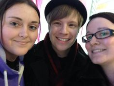 Patrick Stump and fans, so cute!