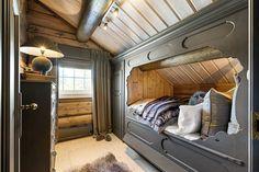 FINN – Norefjell - Laftet drømmehytte i hjertet av alpinanlegget. Betydelig påkostet. Ski in/out. Cottage Extension, Bunk Beds, Real Estate, House Design, Cabin, Homes, Inspiration, Furniture, Home Decor