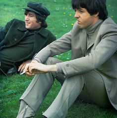 i love this off expression of McCartney . . . he's a sweet old sourpuss anyways, ya know? who isn't? ;-D