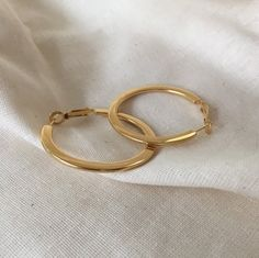 FAYE Flat Hoops in Gold