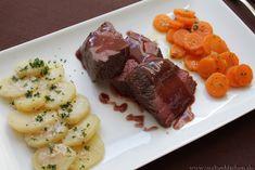 Hier findest du ein Rezept für Lammfilet mit einer Rotwein-Butter-Sauce und dazu Kartoffeln in einer Knoblauchmandelcreme. Sehr lecker!