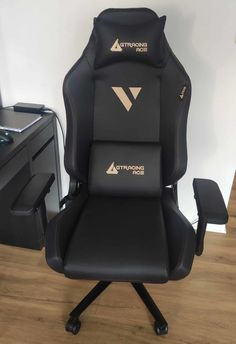 Is the GTRacing Ace M1 good ? Here is my review ! Gamer Chair, Room For Improvement, Screws And Bolts, Black Edition, Well Thought Out, Rocking Chair, Gaming, Hands, Art