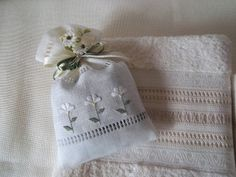 Lavender and lilac: photo - Diy Fabric Basket Hardanger Embroidery, Hand Embroidery Stitches, Cross Stitch Embroidery, Embroidery Patterns, Fabric Gift Bags, Lavender Bags, Drawn Thread, Craft Bags, Fabric Manipulation