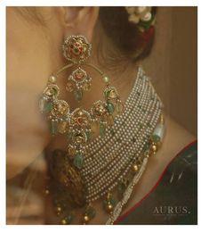 Indian Jewelry Earrings, Indian Jewelry Sets, Jewelry Design Earrings, Gold Earrings Designs, Gold Jewelry, Necklace Designs, Jewelry Rings, Antique Jewellery Designs, Fancy Jewellery