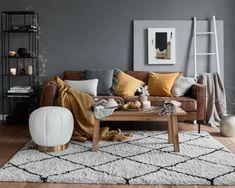 Colori per la casa d'autunno Retro Lamp, Couch, Throw Pillows, Interior Design, Furniture, Home Decor, Environment, 3 Seater Sofa, House Decorations