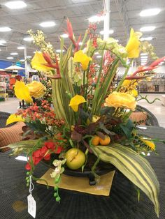 mixed floral centerpiece - by Kelly   SOLD!!!