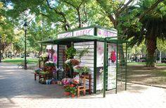 Quiosco de flores en la Plaza de los Sitios